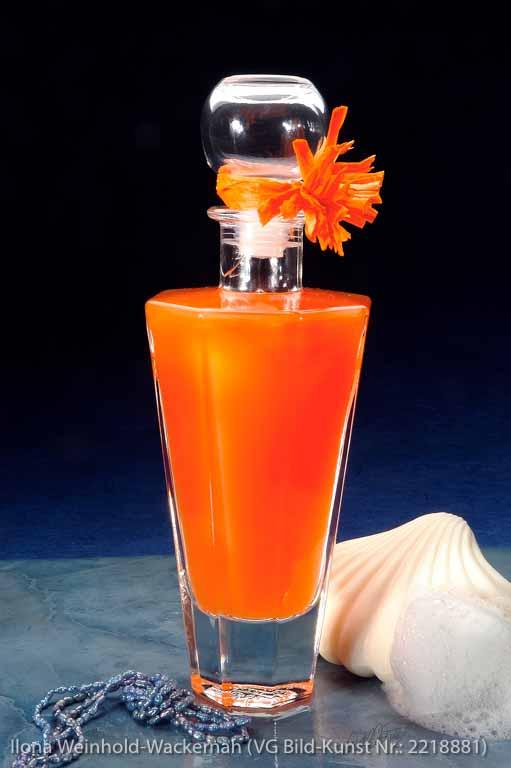 Edition Badetraum 01 Flasche mit Badeöl orange, Muschel, Kette, Schaum © 2007 Ilona Weinhold-Wackernah (VG Bild-Kunst Nr.: 2218881) - https://atelier-an-der-muehle.de