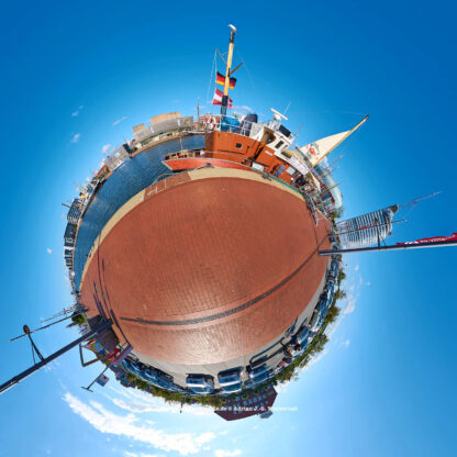 Bremerhaven Neuer Hafen © 2015 Adrian J.-G. Wackernah - 000455