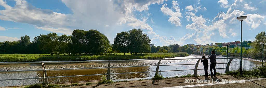 Die Geeste bis Bremerhaven – Fotografie Bremerhaven Geeste Zwei Angler © 2017 Adrian J.-G. Wackernah - 000674