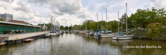 Hauptkanal Fischereihafen 3 © Adrian Wackernah (VG Bild-Kunst Nr.: 2219193) - https://atelier-an-der-muehle.de