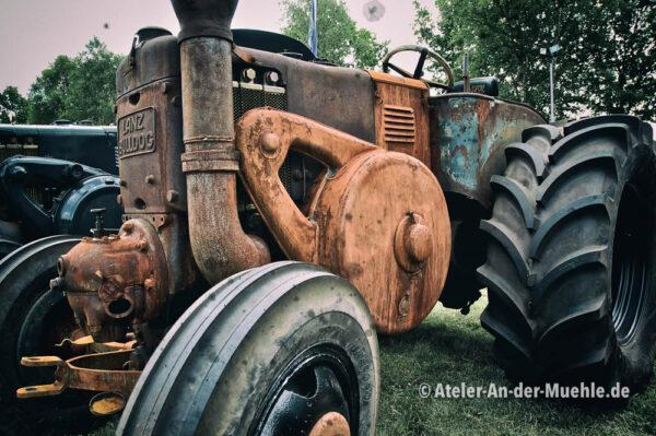 Lanz Bulldog © Adrian Wackernah (VG Bild-Kunst Nr.: 2219193) - https://atelier-an-der-muehle.de