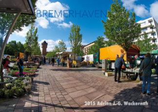 Postkarte Bremerhaven Wasserturm beim Wochenmarkt © 2015 Adrian J.-G. Wackernah