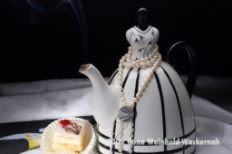 Fotografie Tee-Genuss Tee mit Kette © 2009 Ilona Weinhold-Wackernah