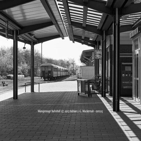Produktbild Wangerooge Bahnhof © 2017 Adrian J.-G. Wackernah - 001225