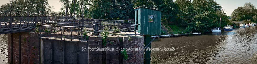 Produktbild Panoramafotografie Schiffdorf Stauschleuse © 2019 Adrian J.-G. Wackernah - 001260