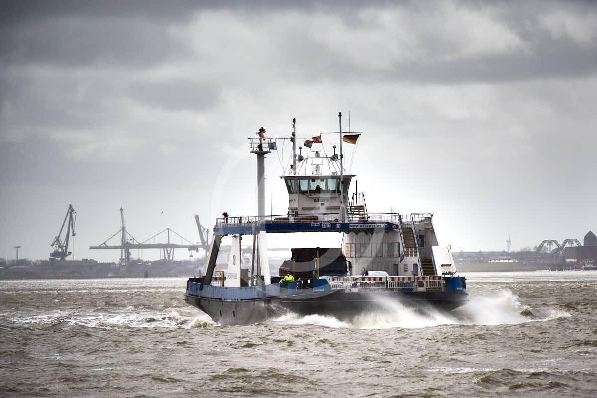 Wandbild Fotografie Wandbild Fotografie Bremerhaven Weserfähre im stürmischen Wasser | 7.4.2021